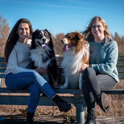 Valerie Aegten en Bauke Pinxten met honden - Dierencadeau - Oudsbergen