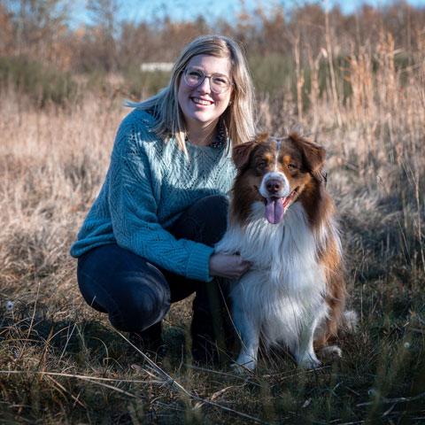 Valerie Aegten met hond - Dierencadeau - Oudsbergen